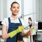 Firma sprzątająca – jak działa, dlaczego warto korzystać z usług sprzątających