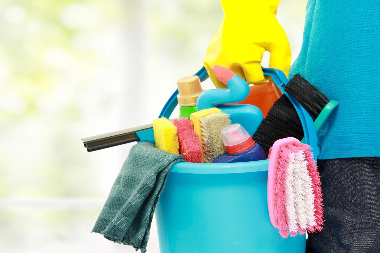 Wyposażenie ekipy sprzątającej – sprawdź, co zawiera niezbędnik specjalisty