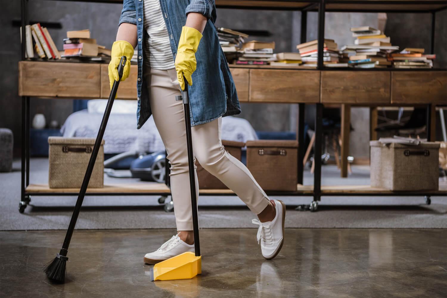 Niezbędnik sprzątający – wyposażenie przydatne w trakcie porządków