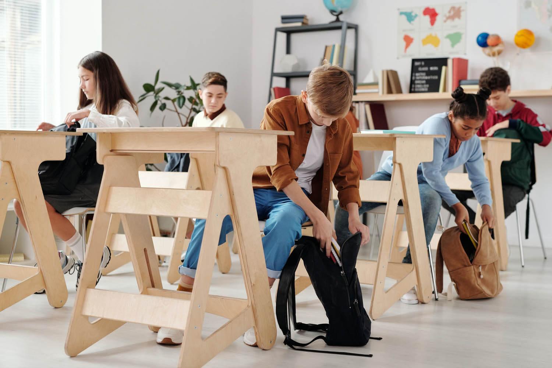 Sprzątanie i dezynfekcja w szkołach i innych placówkach oświatowych – jak się za to zabrać, o czym pamiętać